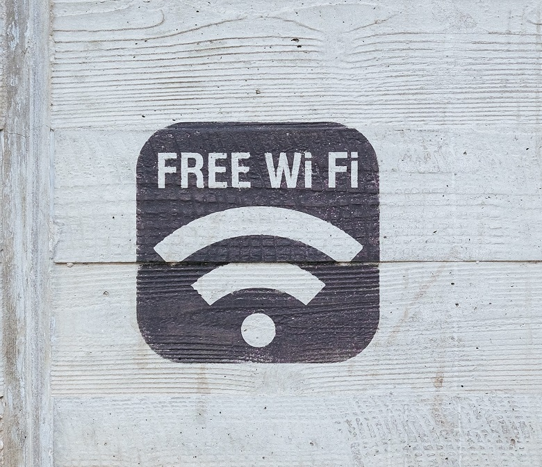 Free wifi sign printed on wooden board