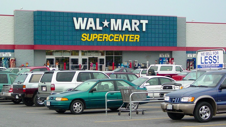 Parking and entrance to Walmart Supercenter