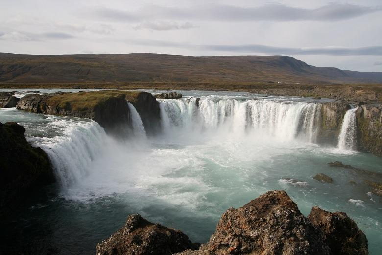 waterfall in semi-circle shape